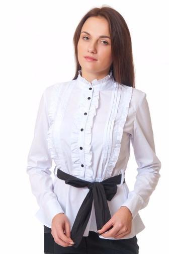 Блузка белая с рюшами и складками