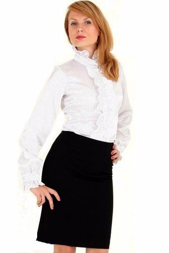 Блузка в мелкий горошек с рюшами